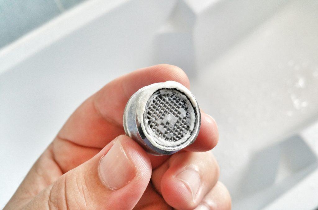 lien entre eau chaude et tartre tuyau